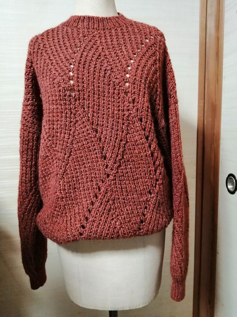 曲線模様のセーター